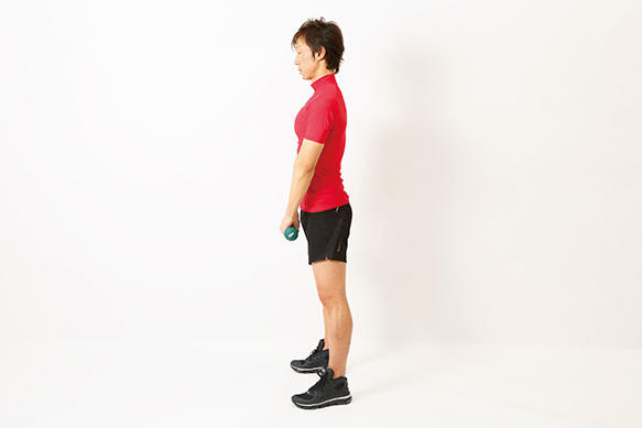 <b>Step 1</b><hr>両手にダンベルを持ち、両足を軽く開いて立つ