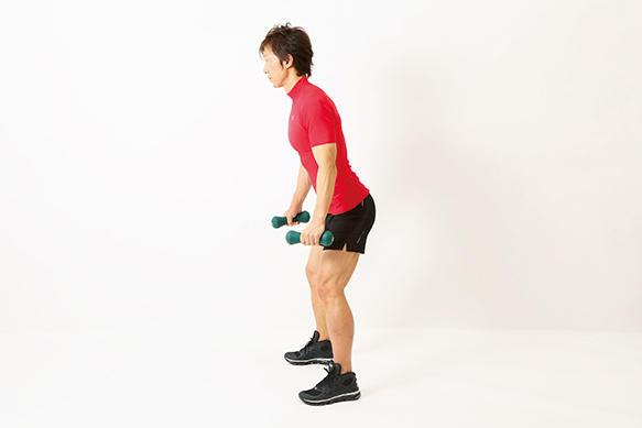<b>Step 2</b><hr>浅目に腰を落として膝を軽く曲げ、スタートポジションを作る