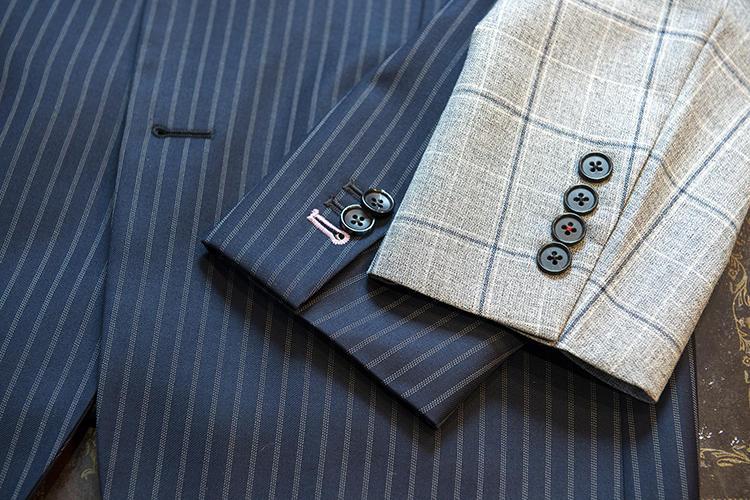 スーツの袖のボタンホールの色を1ヶ所だけ変えたり、ボタンの糸を1つだけ変えたり。さりげない遊び心がマリオさんの好み。