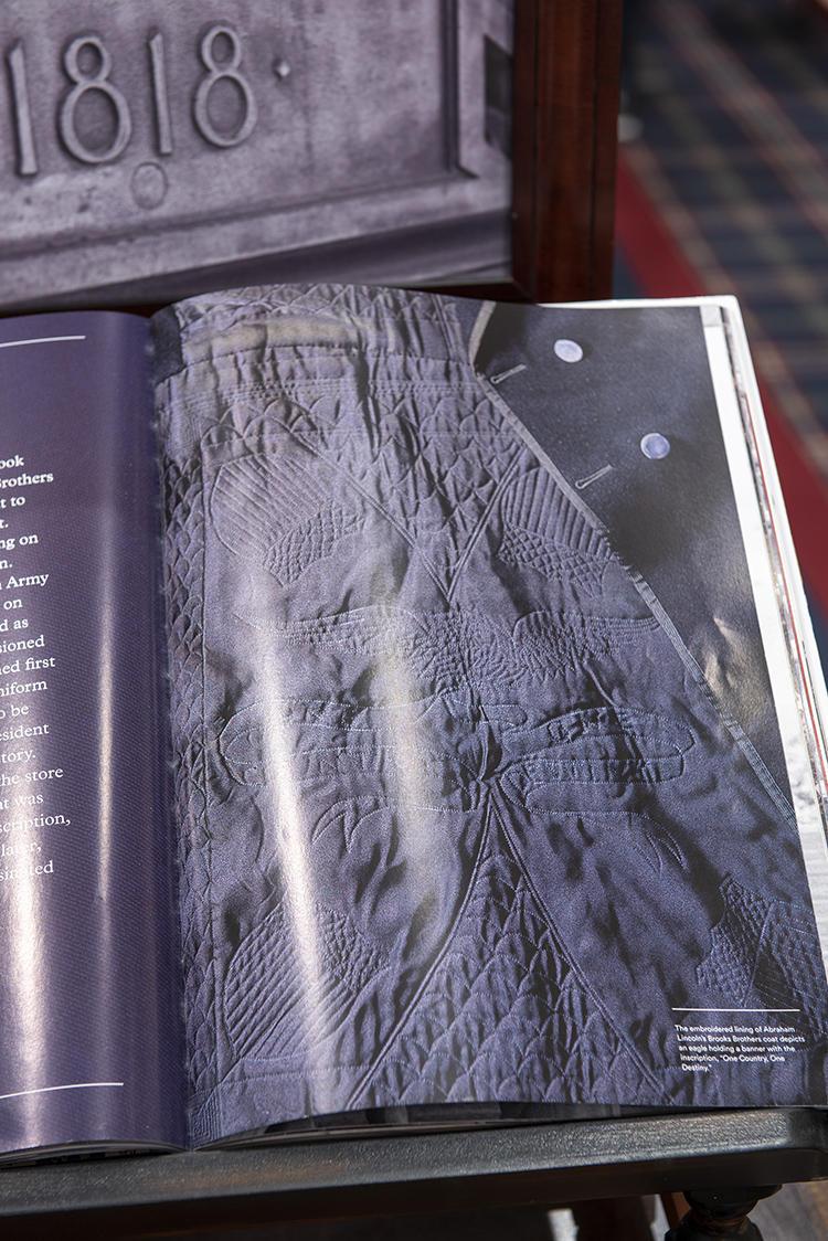 リンカーンのために作ったコートの写真なども載っている。