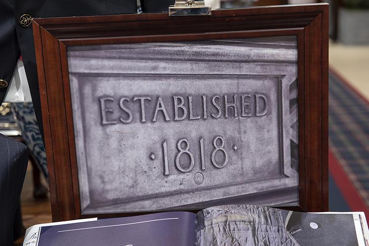「1818」の表札の写真も。