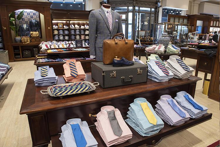 シャツ×ネクタイを組み合わせ置きコーディネートも多数。