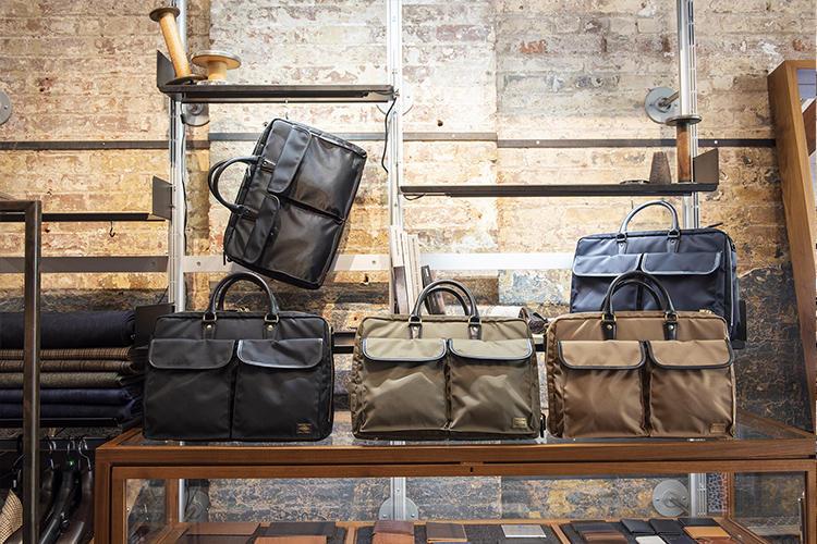 最近では、ポーターとのコラボバッグも展開。