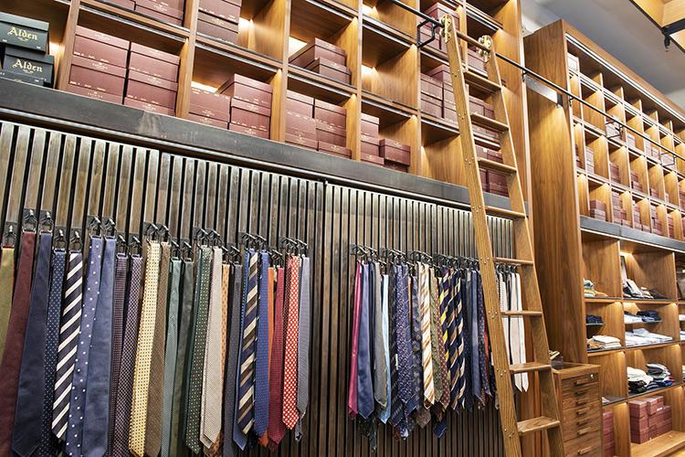 ネクタイのコレクションもセンス抜群。ドレイクスや、セブンフォールドなど。