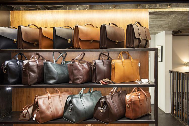 アメリカのブランド、フランク・クレッグの鞄なども。