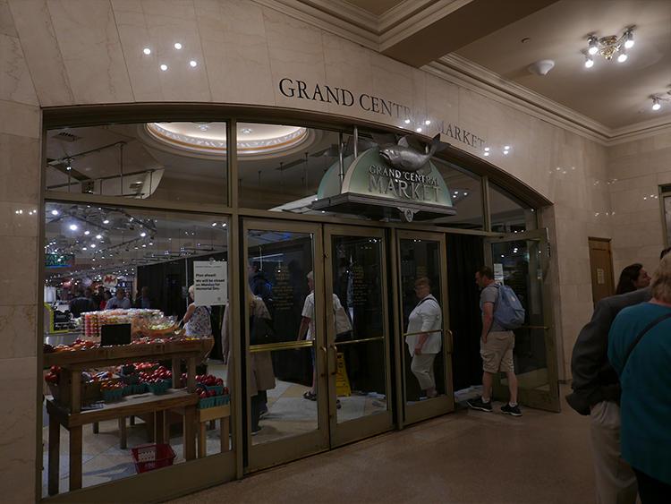 こちらが地下のグランドセントラルマーケット。