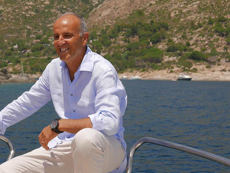 エルバ島と海を、そしてロックマンの時計をこよなく愛するマルコさん。