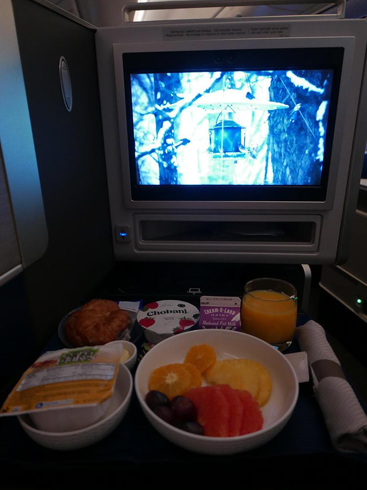 雪の映像を見ながらの朝ご飯で、リラックス。