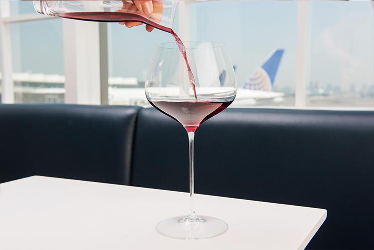 もちろんワイン類も多数用意。
