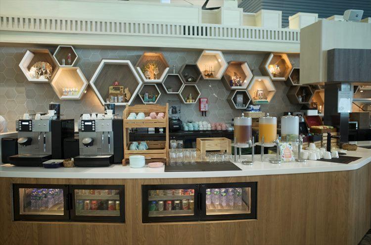 香港空港内ミッドフィールドコンコースにある「Club Autus」。エコノミークラスでも4時間5千円ほどで利用できる。