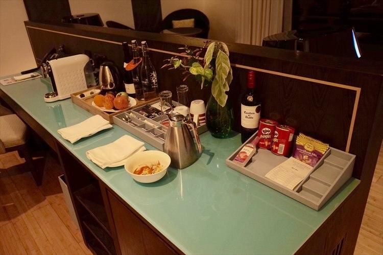 部屋にはウェルカムフルーツのほか、深夜着の疲れが癒やされる軽めのお夜食も。