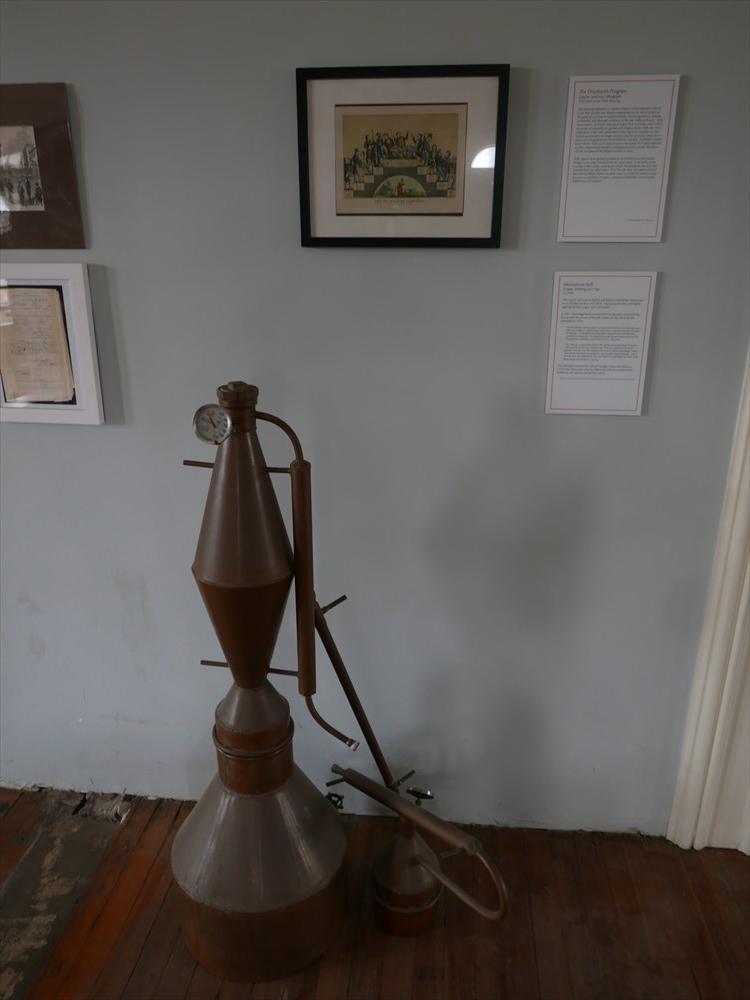 昔使われていた蒸留の機械
