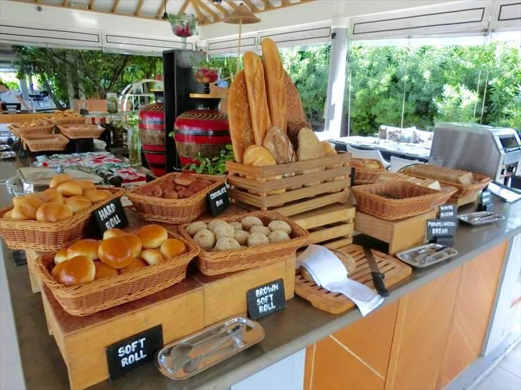 厨房で焼いている自家製パンは、多幸感に包まれる味わい深さ。