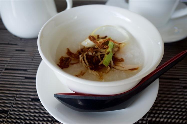 おかゆや麺など胃に優しい食事もあるのは、アジアのホテルブランドならでは。