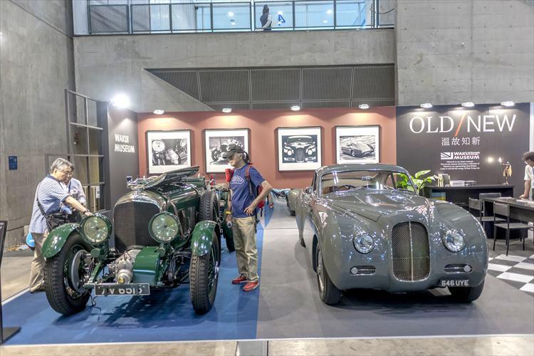 """写真左は""""英国製ヴィンテージスポーツカーの最高峰""""こと、1928年にル・マン優勝を果たした1929年式ベントレー 4 1/2リットル""""ブラワー""""。価格は1億6000万円。写真右は、英BENSPORTS社のラ・サルト(La Sarthe)。"""