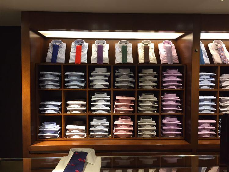無地シャツ×ソリッドネクタイの組み合わせ例が充実。