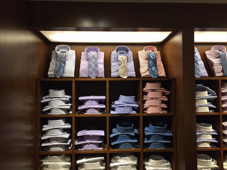 派手色カラーストライプも、NYのビジネスマンが好むシャツ。