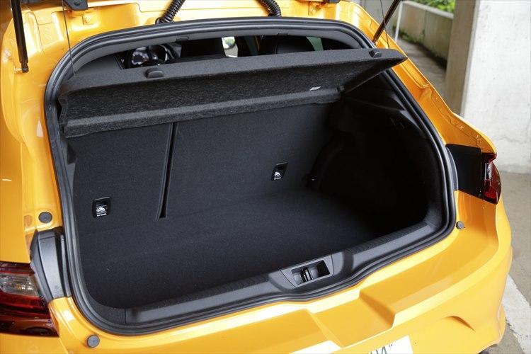 後席シートやトランク容量といった実用面は、通常のメガーヌと同じ。