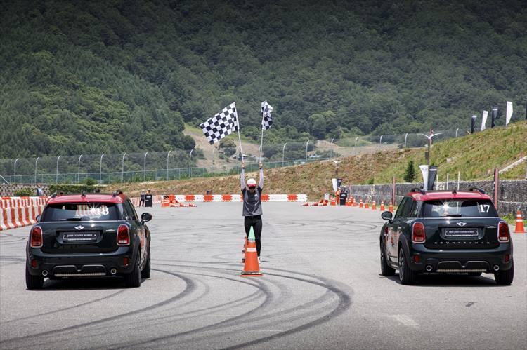 試乗はサーキット本コースだけでなく、ブレーキングテストやジムカーナ形式でも行われた。参加者同士で制動距離やタイムを競いながら進めるプログラムは、かなり夢中になってしまう。