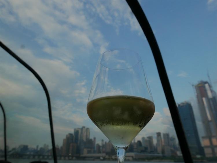 シャンパンタイムは、まだ空が明るい。