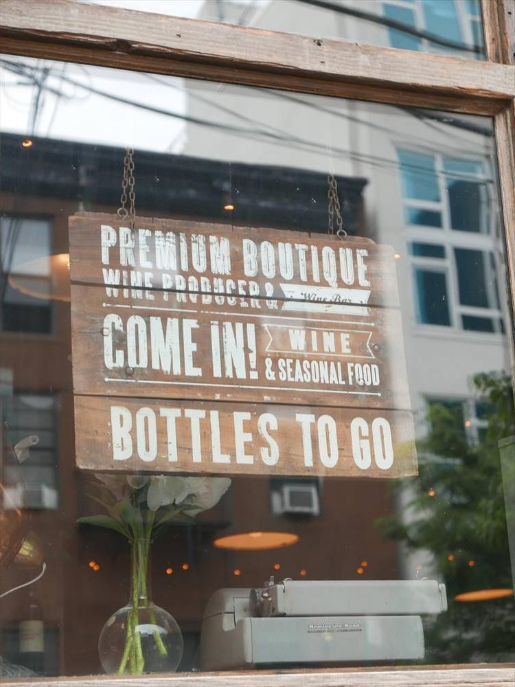 ボトルだけの購入もOK。ワイン好きの方ならお土産にもよし。
