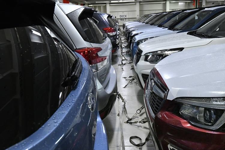前後の間隔は30cm。まさに職人技と呼ぶに相応しい駐車技術だ。