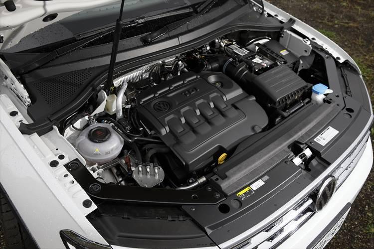最高出力150PS、最大トルク340Nmを生み出す2?のディーゼルエンジン。ディーゼルエンジンの特性でもある低回転域の1750回転で最大トルクを生み出すため、街中での出足の鋭さは秀逸。