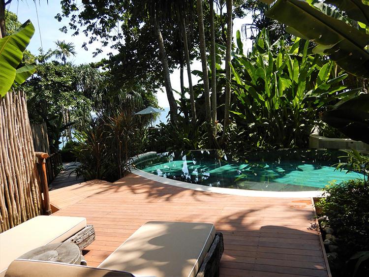 筆者が宿泊したマモレの部屋についていたプライベートプール。
