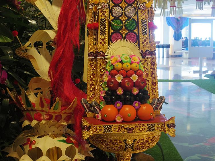 こちらはターミナル内に飾られた神様へのお供え。