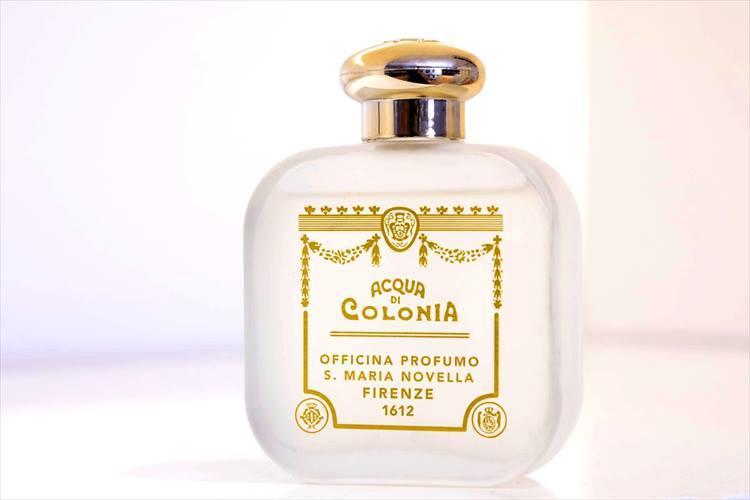 「某クラシックなセレクトショップや人気のインポーターのショールームに漂う香りが好きで、生活の中でも非日常を感じたい」と最近は、サンタ マリア ノヴェッラの香水をつけているそう。