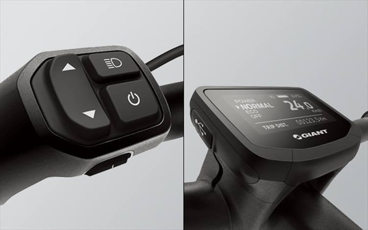 モバイル器機の充電にも対応する視認性に優れたセントラルメーター、グリップ一体化したスイッチはジャイアントが独自に開発したオリジナルの装備。