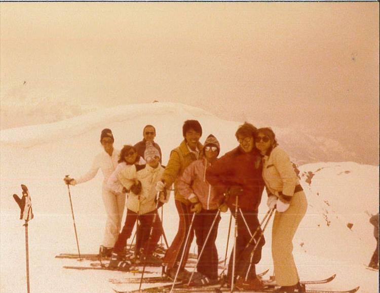 イースターの休暇の際にはイタリアアルプスでスキー。こちらは雪が軽くて、すぐにうまくなれるそう。