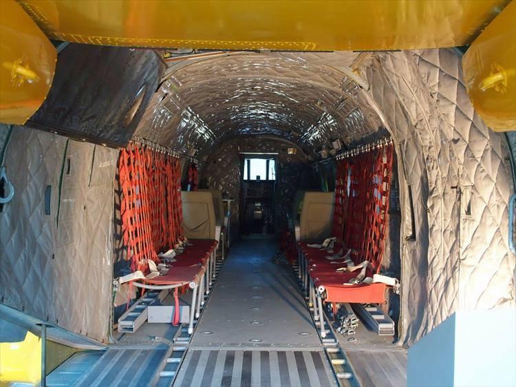 展示格納庫では往年のジェット戦闘機だけでなく大型輸送機や各種ヘリコプターなども展示されている。