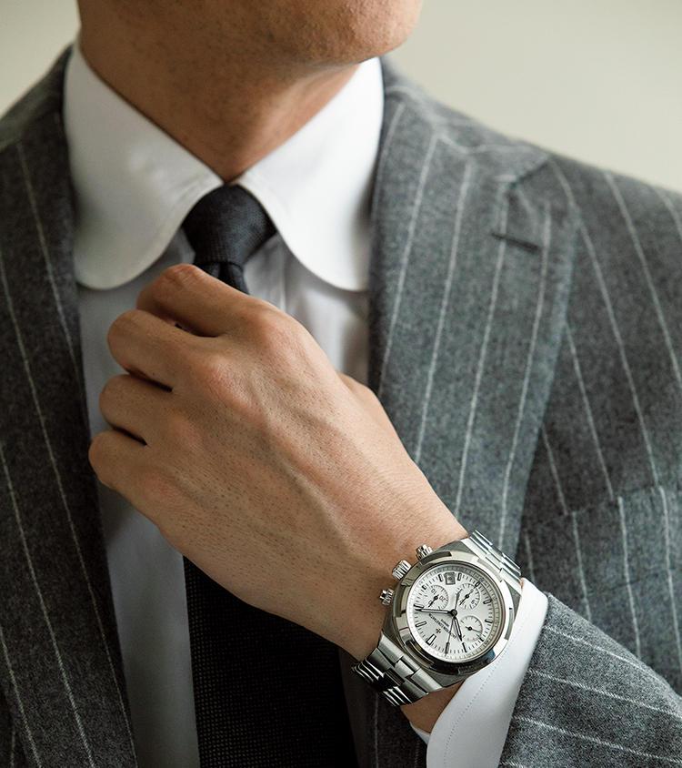 ヴァシュロン・コンスタンタンのオーヴァーシーズ・デュアルタイム×スーツスタイル