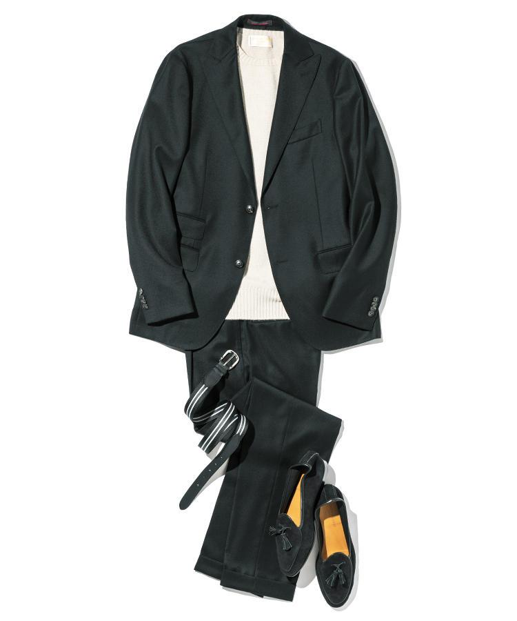 ベルベット調の黒のスーツスタイル