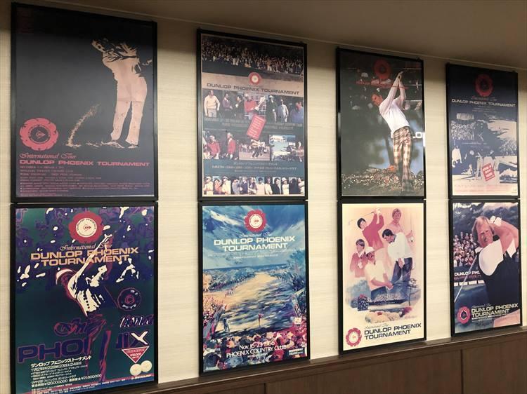 ロッカールームの入り口には、歴代大会のポスターがズラリと並んでいます。年代ごとに雰囲気も違って、歴史を感じさせます。