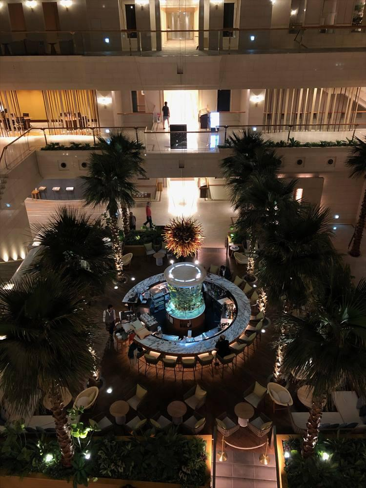ホテルの1階にあるカクテルラウンジ「パシフィカ」。夜にはミュージシャンの生演奏も行われています。