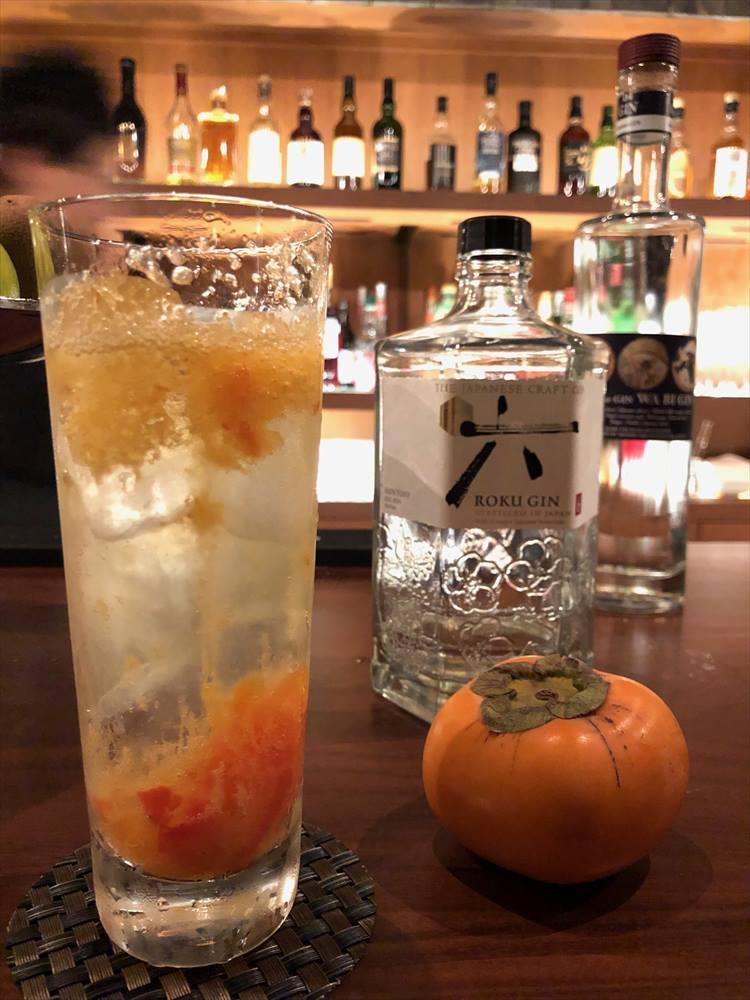 ジャパニーズジン「六(ROKU)」と柿のジン・トニックをいただきました。風味豊かでおいしかったですよ!