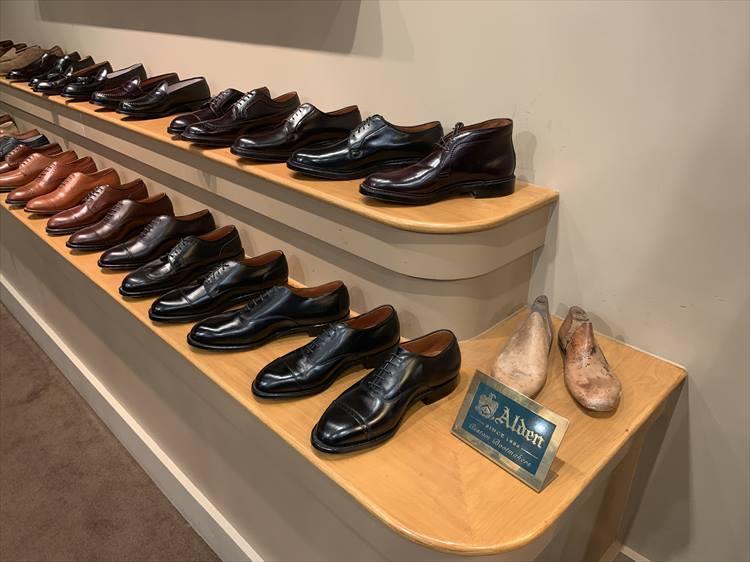 こちらはロイヤルハワイアンセンターの店内。名靴がズラリ