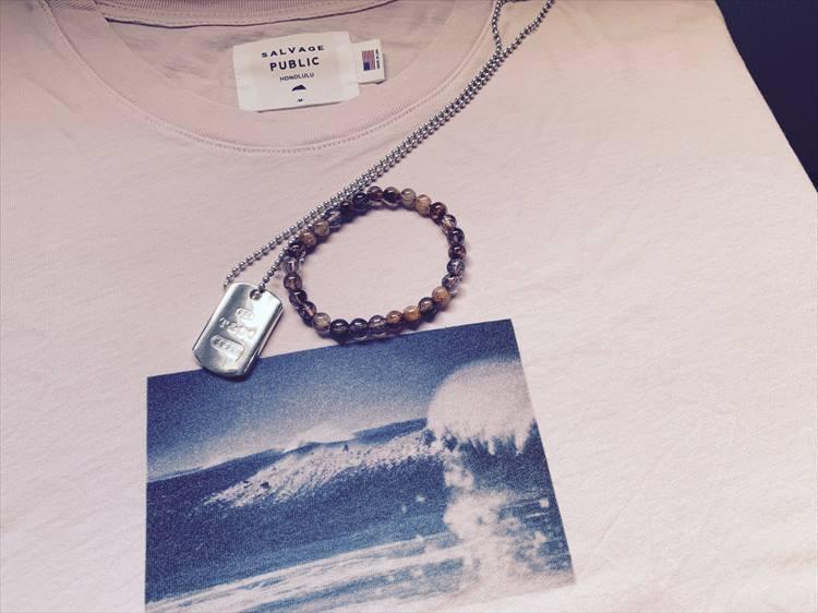 今回のハワイでの戦利品。サルベージ・パブリックのTシャツ、キャサリンのブレスレットにティファニーのネックレス
