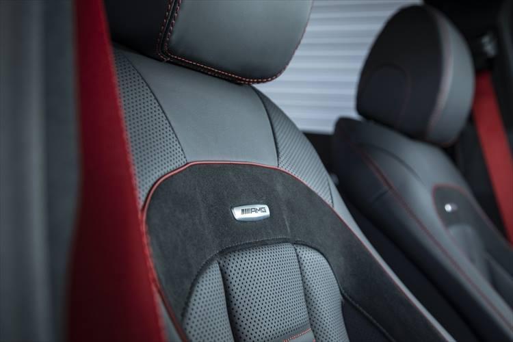 シートも当然AMG製のスポーツシートが備わる。