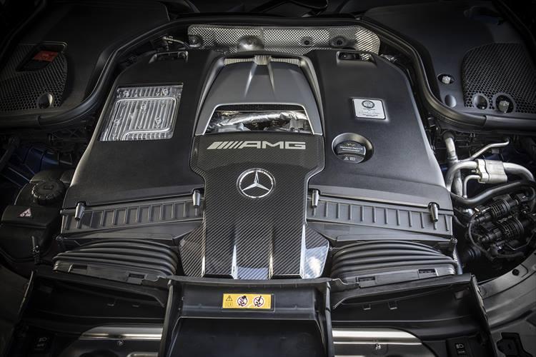 直噴4?のv8 エンジンを備える63 S 4MATIC。最高出力639hp、最大トルク91.9kgmという圧倒的な加速力を生み出す。