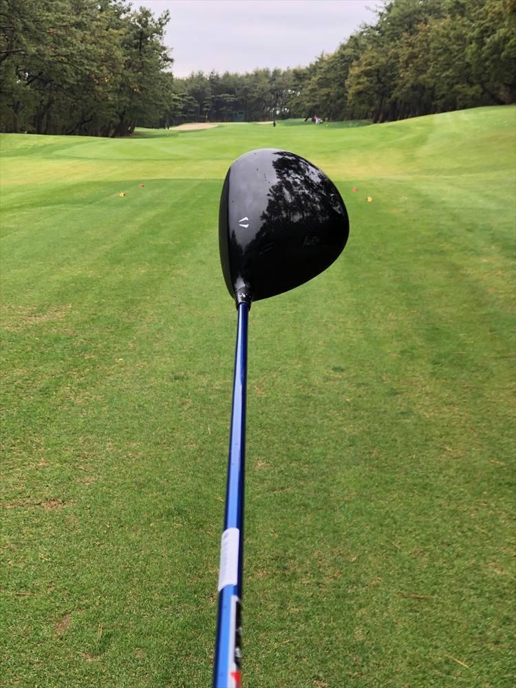 シャフトは純正で用意されている「Miyazaki MIZU 6(S)」をチョイス。ゴルファーを選ばないクセのないしなり感が魅力。しっかり振っていけます。