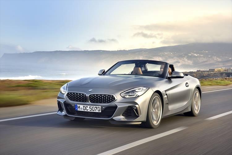 BMW Z4の走行シーン