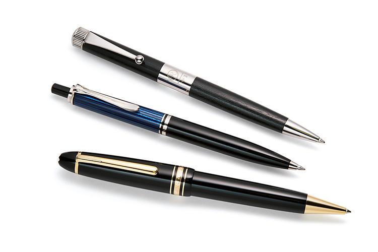 伊東屋(右)、ペリカン(中)、モンブラン(左)のボールペン