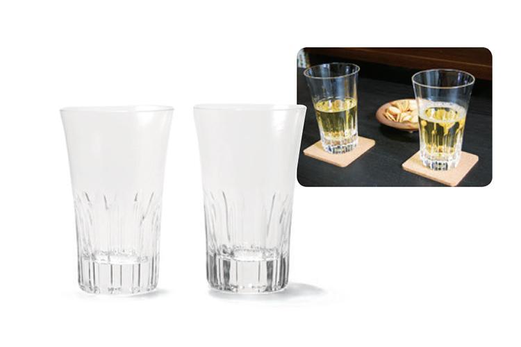 <b>BACCARAT<br >バカラのタンブラー</b><br />高級グラスといえばの仏ブランド。大きめサイズゆえ、お酒よりお茶などソフトドリンクで使うことが多いそう。