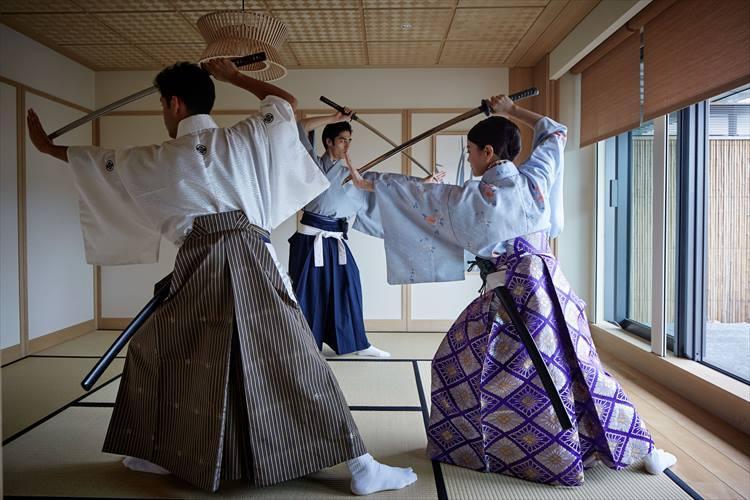 侍の衣装を身につけ、武士の嗜みについて学べる