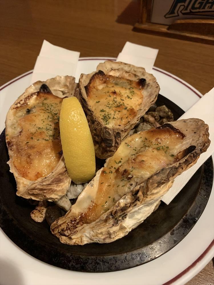 大ぶりの牡蠣が3つも! 濃厚でうま味が凝縮している