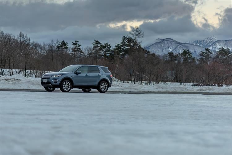 雪道で試す、4WDの雄「ランドローバー」の実力
