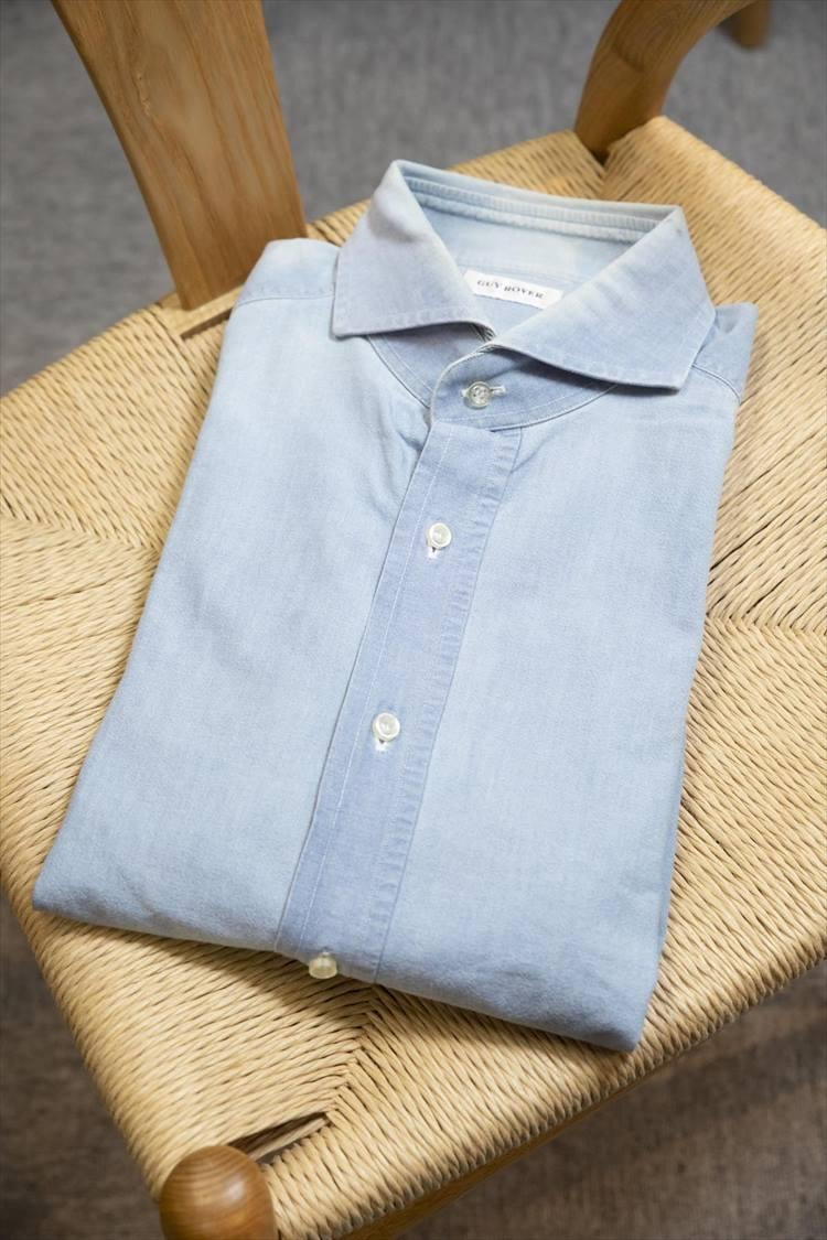 15年前のギ ローバーのシャンブレーシャツ。既存の襟型と異なり、ミラノの人気店、アル・バザールが定番としていた襟型を採用した一枚だ。